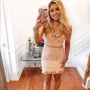 Dresses & Skirts - Gorgeous Lace dress